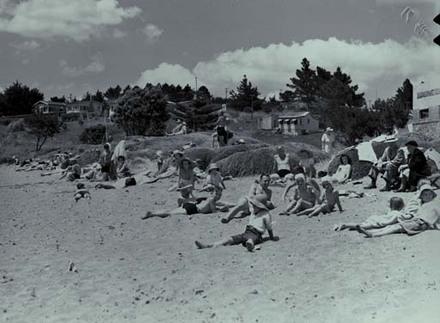 Beaches and bathers: Murray's Bay and Brown's Bay, Mairangi Beach.