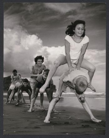 Summer days at Bethells Beach
