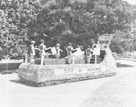[City of Auckland float under a Morton Bay fig tree, Albert Park]