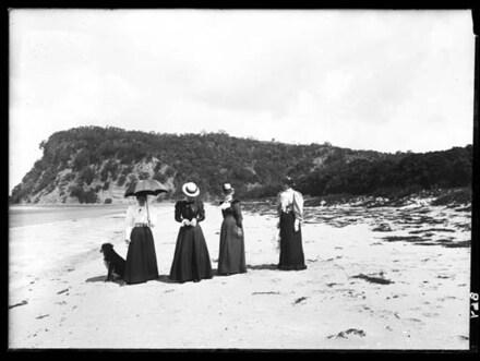 Wenderholm, Waiwera. Group on beach