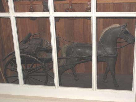 model, horse & buggy