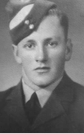 Portrait, Flying Officer Mervyn Jack Mills RNZAF 414321 - This image may be subject to copyright