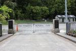 Puhoi War Memorial, gates closed (photo John Halpin, January 2013) - CC BY John Halpin
