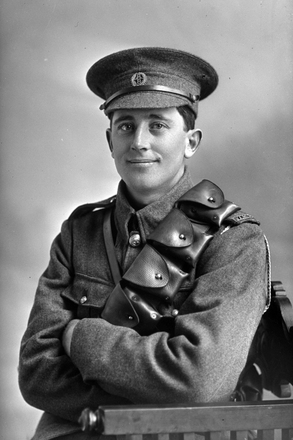 3/4 portrait of Trooper Edward Bently Davies Reg No 13/2554, Auckland Mounted Rifles, 8th Reinforcements. (Photographer: Herman Schmidt, 1915). Sir George Grey Special Collections, Auckland Libraries, 31-D365. No known copyright.